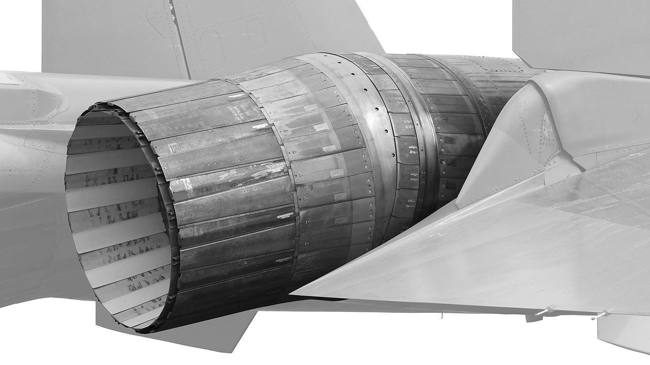 images/Sukhoi_Su-35S_07_RED_PAS_2013_07_cutout_grayscale.jpg
