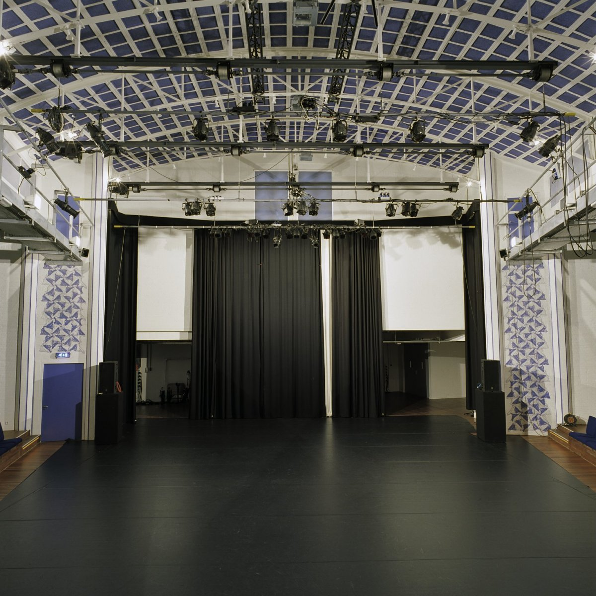 content/images/img-19-20/programme/chapitre-6/Interieur_toneelzaal,_coulisse_-_Amsterdam_-_20384265_-_RCE.jpg